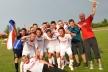 <p>Das tschechische Team aus Ostrava setzte sich bei der Brose Fußball-Europameisterschaft in Würzburg durch. Auch den Pokal des Torschützenkönigs gewann ein Tscheche: Radek Pečiva (3.v.r.) erzielte insgesamt sechs Treffer.</p>