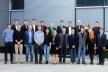 <p>Auch in diesem Jahr erzielten Brose-Auszubildende Top-Noten bei ihren Abschlussprüfungen: Von 27 Azubis an den Standorten Coburg/Hallstadt und Würzburg erzielten 19 eine Note mit einer 1 vor dem Komma. Ausbildungsleiter Michael Stammberger (rechts) gratulierte im Namen des Unternehmens</p>