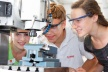<p>Jule (links) und Marie Köhn nehmen an dem Mädchen für Technik Camp bei Brose teil. Auszubildende internationalen Automobilzulieferers gewähren dabei Einblicke in ihre Berufsfelder.</p>